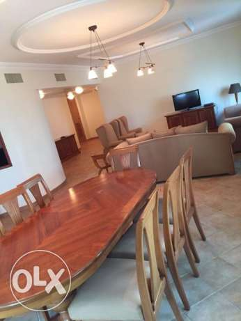 Roomz Available* Luxury Suites 03 BHK WEST BAY Fully Furnished