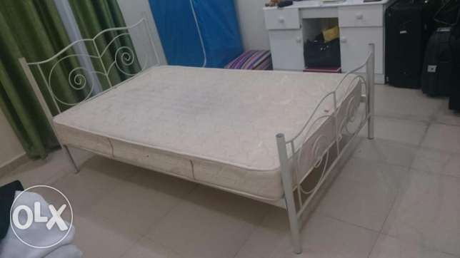 A good condition Bed and mattress on sale الغرافة -  1