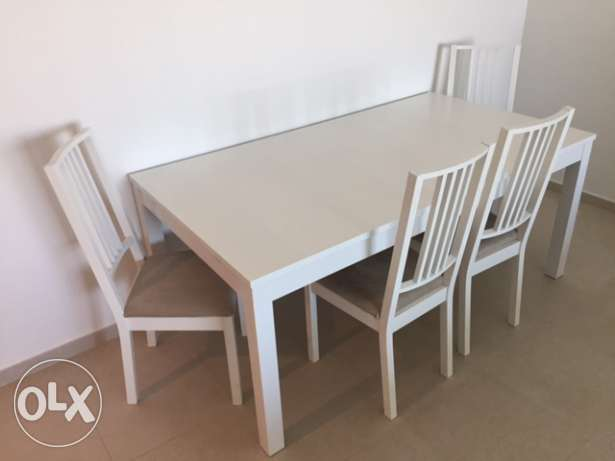 White Extendable Table with 4 Chairs