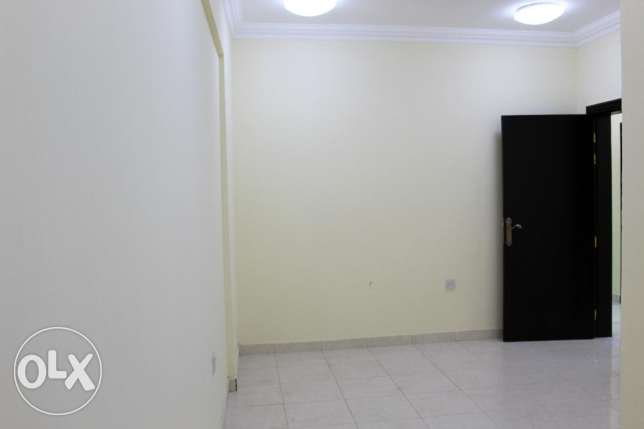 Executive Bachelor's 3 Bedrooms Flat Available in Umm Ghuwalina Area ام غويلينه -  1
