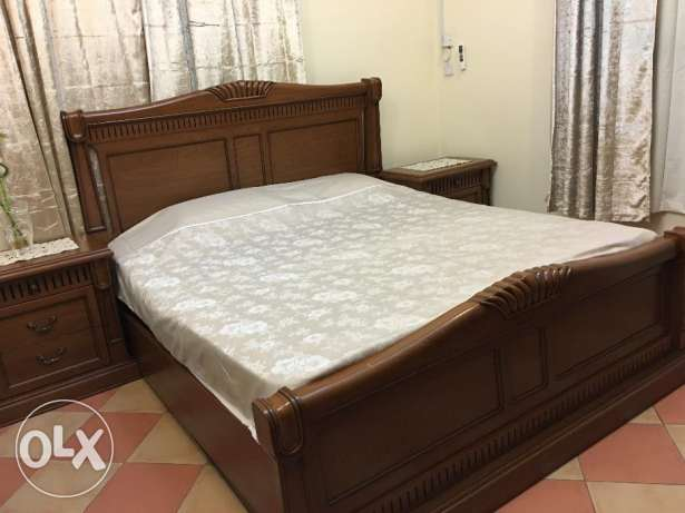 King Size Bedroom Set in Good Condition for Sale