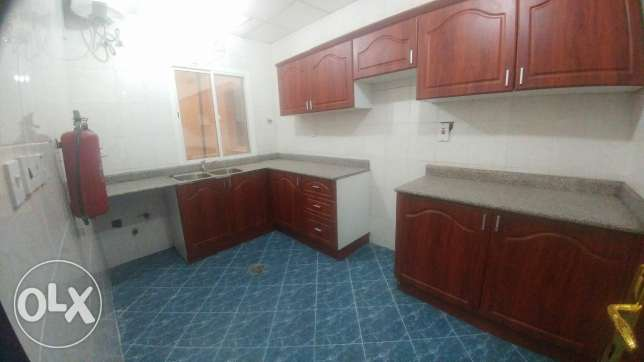 3Bedrooms Unfurnished Apartment With Balcony In Al Sadd