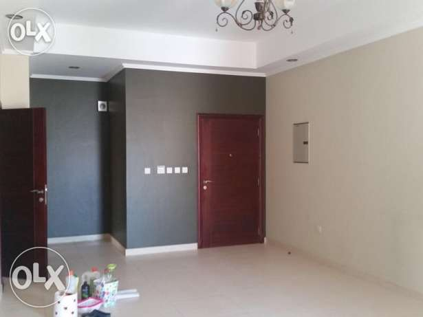 Unfurnished 2-Bhk Flat in Bin Mahmoud-Gym-Balcony فريج بن محمود -  7
