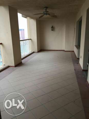 2 bedrooms semi furnished flat in Porto Arabia the pearl