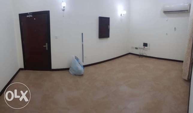 Spacious Un-Furnished 2 Bedroooms In Mansoura