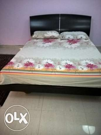 queen bed for urgent sale
