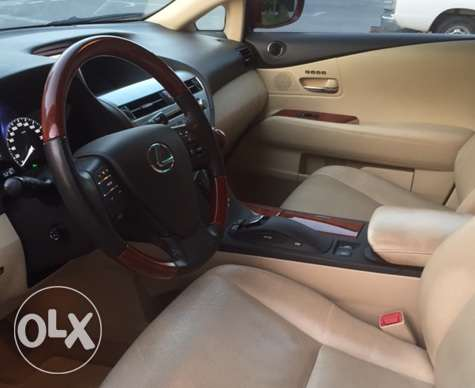 2012 Lexus RX350 3.5 Liter V6 All-wheel-drive SUV الريان -  3