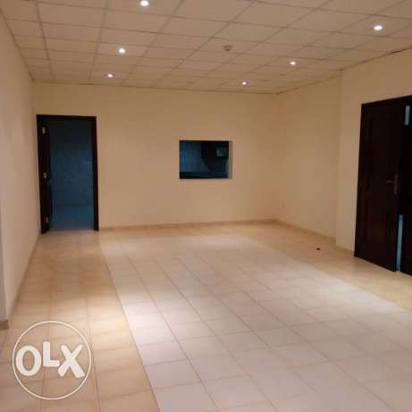 Unfurnished HUGE 3-Bhk Apartment in AL Nasr-Pool/Gym النصر -  3