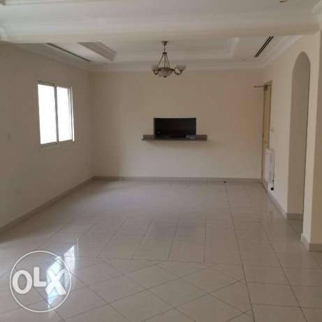 Luxury Semi Furnished 5- Bedrooms Villa In Compound For STUFF الوعب -  2